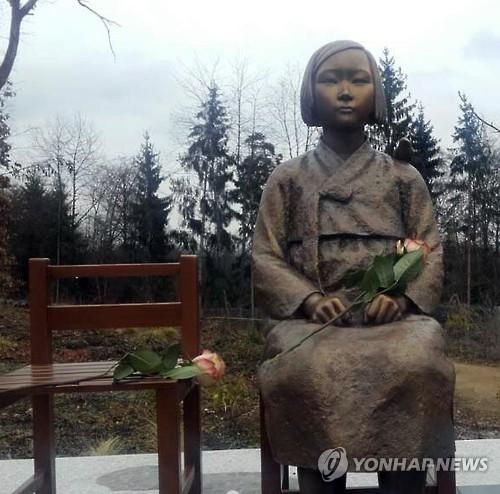 La «statue de fille» installée en Allemange