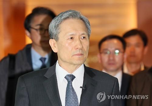 Le directeur du bureau de la sécurité nationale du palais présidentiel, Kim Kwan-jin, à l'aéroport international d'Incheon pour se diriger vers les Etats-Unis