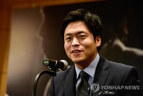 Le pianiste Kim Sun-wook lors d'une conférence de presse tenue en février 2017 à Séoul pour annoncer des concerts en mars 2017 (Photo d'archives)