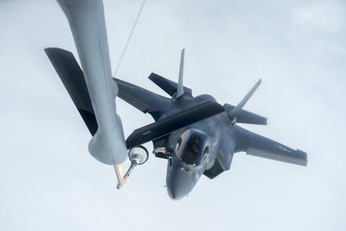 Ravitaillement en vol d'un F-35B (7e Corps de l'armée de l'air américaine=Yonhap)