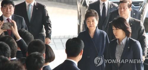 L'ex-présidente Park Geun-hye arrive au Parquet central du district de Séoul ce mardi matin du 21 mars 2017.