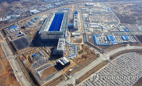 La plus grande usine au monde de semi-conducteurs en construction à Pyeongtaek pour Samsung Electronics, en mars 2017 (Photo d'archives)