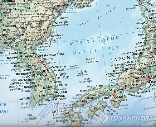 Une carte française montrant l'appellation simultanée de «mer de l'Est» et «mer du Japon» (Photo fournie par le professeur honorifique Li Jin-mieung de l'université Jean-Moulin-Lyon-III)