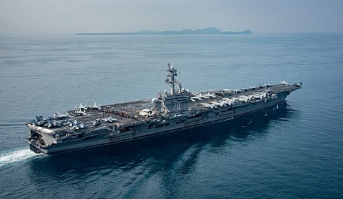 Une photo de l'USS Carl Vinson (CVN 70) lors de son passage dans le détroit de la Sonde en Indonésie, diffusée sur le site Web de la marine américaine, le 15 avril 2017. (Capture d'image du site Web de la marine américaine)