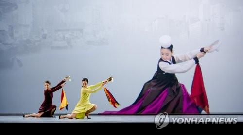 Le spectacle de danse monté par le chorégraphe du Théâtre national de Chaillot, José Montalvo, «Shiganè Naï» (Théâtre national de Corée=Yonhap, Photo d'archives)