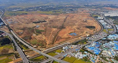 Samsung Electronics a bâti la plus grande usine au monde pour la fabrication de semi-conducteurs sur ce terrain à Pyeongtaek (Photo d'archives)
