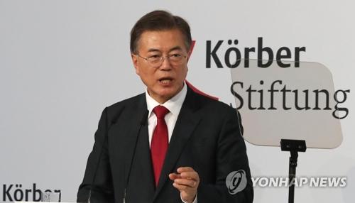 Le président Moon Jae-in prononce un discours à l'ancienne mairie de Berlin à l'invitation de la fondation Korber