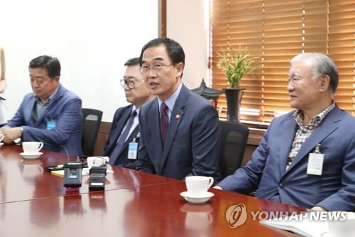 Le ministre de l'Unification Cho Myoung-gyon rencontre des investisseurs de projets intercoréens