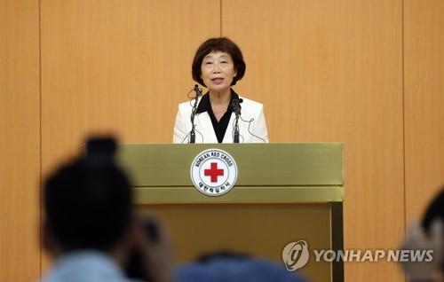 Kim Sun-hyang, présidente par intérim de la Croix-Rouge sud-coréenne annonce la proposition d'un dialogue intercoréen pour des rencontres de familles séparées, le 17 juillet 2017.