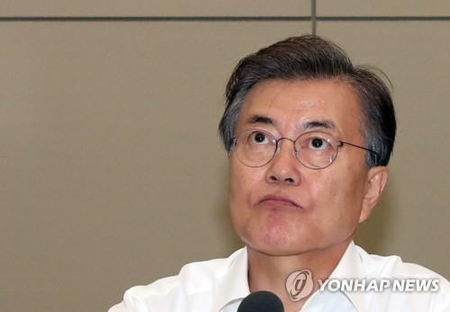 Le président Moon Jae-in lors d'une réunion du cabinet présidentiel, le 17 juillet 2017, à la Maison-Bleue.