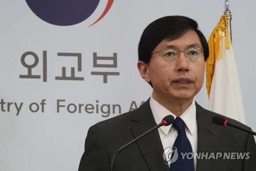 Le porte-parole du ministère des Affaires étrangères en conférence de presse. (Photo d'archives Yonhap)