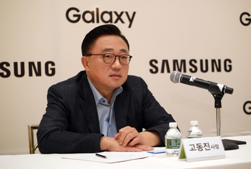 Le chef de l'activité mobile de Samsung Electronics, Koh Dong-jin, s'adresse à la presse à New York, le 23 août 2017 (heure américaine). © Samsung Electronics Co.