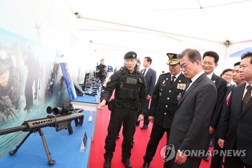 Le président Moon Jae-in à la cérémonie du 64e anniversaire de la fondation des Gardes-côtes, le mercredi 13 septembre 2017, à Incheon.