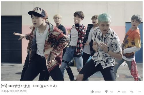 Image du clip «Fire» de BTS.