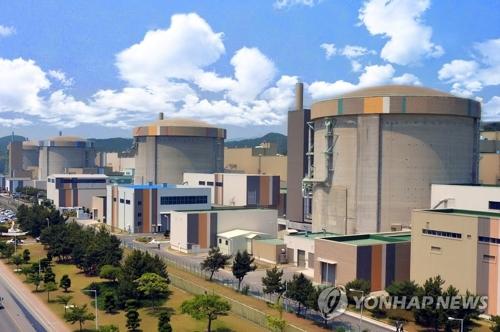 Réacteur nucléaire Wolsong-1 (1er de la dr.)