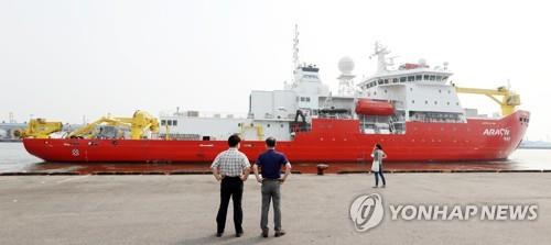 L'Araon, le premier brise-glace sud-coréen, quitte son port d'attache à Incheon pour se rendre dans l'Arctique, le 21 juillet 2017. (Photo d'archives Yonhap)