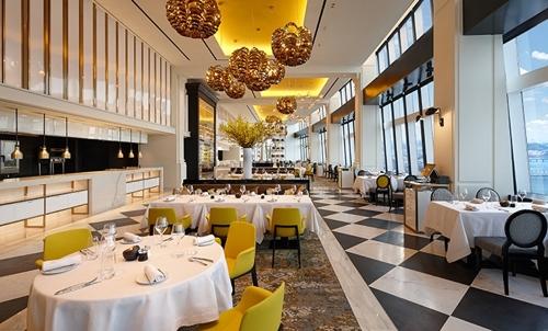 L'intérieur de STAY Séoul, le restaurant séoulien de Yannick Alléno à l'hôtel Signiel, situé au 81e étage de la Lotte World Tower. © Lotte Hotels & Resorts