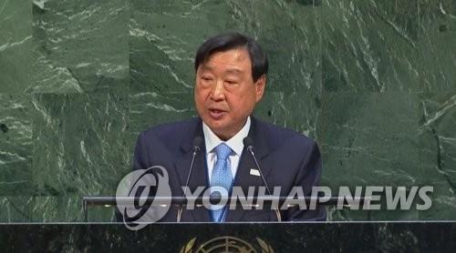 Le président du comité d'organisation des Jeux olympiques et paralympiques de PyeongChang 2018, Lee Hee-beom, prononce un discours à l'assemblée générale de l'ONU à New York