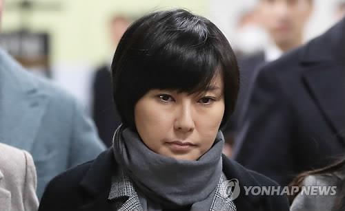 Chang Si-ho entre au tribunal central du district de Séoul le 6 décembre 2017 pour assister au verdict de la justice dans le cadre du scandale de corruption qui a provoqué la destitution de la chef de l'Etat Park Geun-hye en mars.