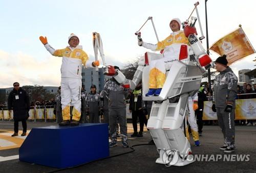 PyeongChang 2018 : deux robots participent au relais de la torche olympique
