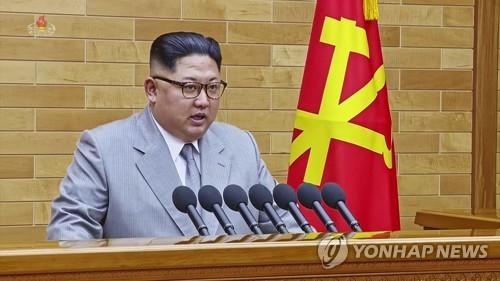 Le dirigeant nord-coréen Kim Jong-un prononce un discours du Nouvel An au Comité central du Parti du travail à Pyongyang le lundi 1er janvier 2018. (Utilisation en Corée du Sud uniquement et redistribution interdite) (Yonhap)