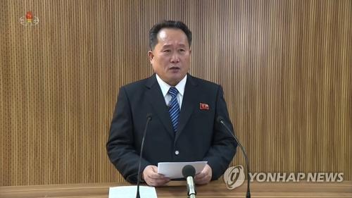 Ri Son-gwon, le chef du Comité pour la réunification pacifique de la patrie de la Corée du Nord, annonce le plan de rouvrir le canal de communication intercoréen le 3 janvier 2018, à la Télévision centrale nord-coréenne (KCTV). (Utilisation en Corée du Sud uniquement et redistribution interdite)
