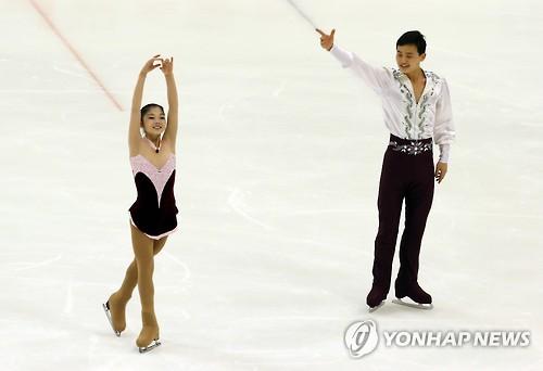Ryom Tae-ok et Kim Ju-sik aux Jeux asiatiques d'hiver à Sapporo le 25 février 2017.