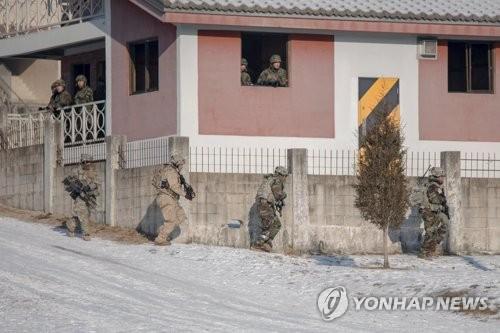 L'exercice militaire conjoint sud-coréano-américain «Warrior Strike» en décembre 2017. (Photo d'archives Yonhap)