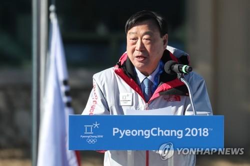 Le président du comité d'organisation des Jeux olympiques et paralympiques de PyeongChang (POCOG) Lee Hee-beom prend la parole pendant la cérémonie d'ouverture du Village des athlètes à PyeongChang ce jeudi 1er février 2018.