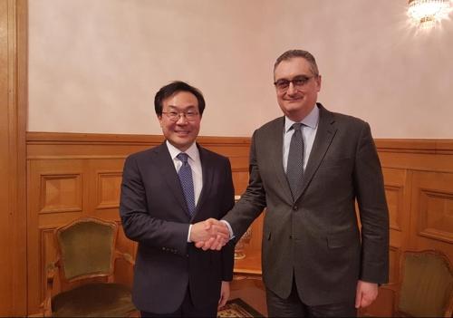 Lee Do-hoon, représentant spécial pour la paix sur la péninsule coréenne et les affaires de sécurité (à gauche), et le vice-ministre russe des Affaires étrangères, Igor Morgoulov, lors d'une réunion le 1er février 2018 à Moscou. ⓒ Ministère des Affaires étrangères