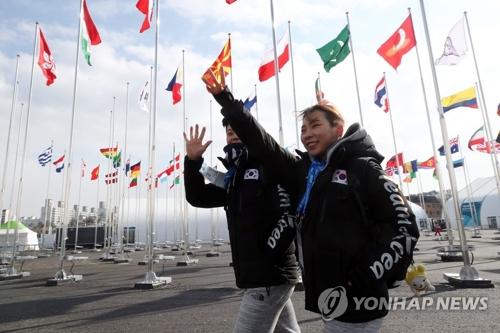 Le duo de patinage artistique formé par Kim Kyu-eun et Kam Kang-chan arrive le 4 février au village olympique de Gangneung.