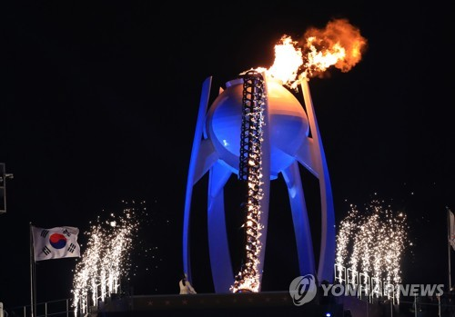 Le chaudron olympique brûle pour la première fois ce vendredi 9 février 2018 à PyeongChang.