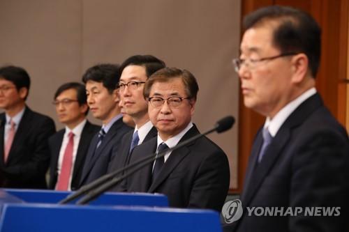 Le chef du Bureau de la sécurité nationale Chung Eui-yong tient un point de presse au bureau présidentiel ce mardi 6 mars 2018 pour présenter les résultats de son voyage à Pyongyang, qui s'est achevé en fin d'après-midi.
