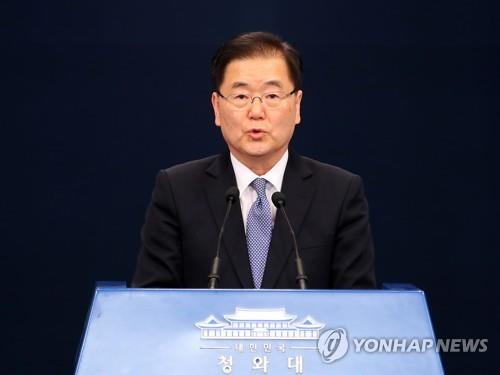 Chung Eui-yong, chef de la délégation sud-coréenne et du Bureau de la sécurité nationale de Cheong Wa Dae, donne le mardi 6 mars 2018 un briefing de presse sur le résultat de la visite de deux jours à Pyongyang des envoyés spéciaux du président Moon Jae-in. La Corée du Sud et la Corée du Nord ont convenu de tenir un sommet bilatéral le mois prochain.