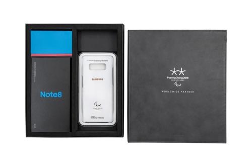Le kit spécial Samsung Galaxy Note 8 qui sera offert aux athlètes des Jeux paralympiques d'hiver de PyeongChang.