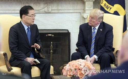L'envoyé sud-coréen Chung Eui-yong, conseiller à la sécurité nationale de Cheong Wa Dae, rencontre le président américain Donald Trump le jeudi 8 mars 2018 à la Maison-Blanche. © Cheong Wa Dae