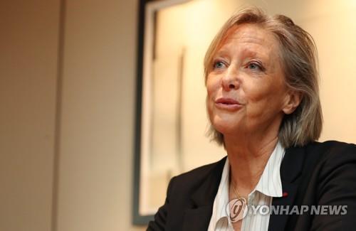 Sophie Cluzel, secrétaire d'Etat française chargée des Personnes handicapées, lors de l'interview exclusive accordée à l'agence de presse Yonhap à l'hôtel Shilla à Séoul, le vendredi 16 mars 2018.