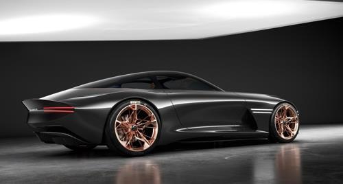 La photo, fournie par Genesis Motor America, montre le concept-car Essentia.