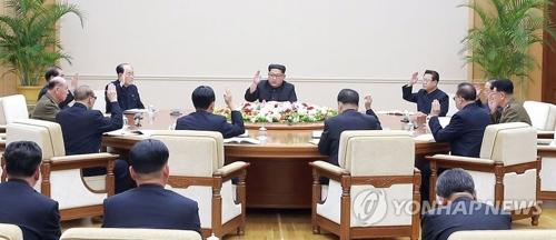 Une réunion du Bureau politique du Comité central du Parti du travail se déroule le lundi 9 avril 2018, a rapporté le lendemain l'Agence centrale de presse nord-coréenne (KCNA). (Utilisation en Corée du Sud uniquement et redistribution interdite)