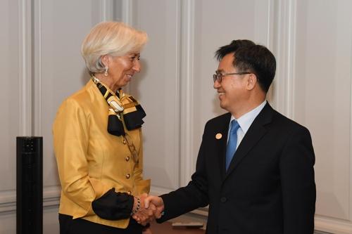 Lagarde appelle à ne pas compromettre le commerce, moteur de la croissance