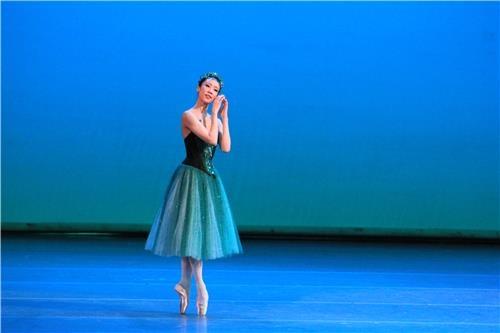 La ballerine Park Sae-un joue le rôle principal dans «Diamants», faisant partie de la trilogie «Joyaux» du chorégraphe George Balanchine dans un spectacle de gala après avoir remporté le prix Benois de la danse dans la catégorie ballerine le mardi 5 juin 2018 à Moscou.
