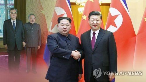 Le dirigeant nord-coréen Kim Jong-un et le président chinois Xi Jinping (image de Yonhap News TV)
