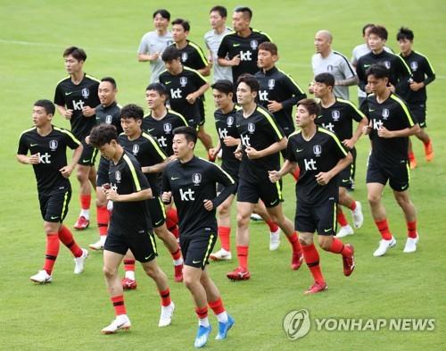 L'équipe de football de Corée du Sud s'entraîne au Steinbergstadion à Leogang en Autriche le 6 juin 2018.