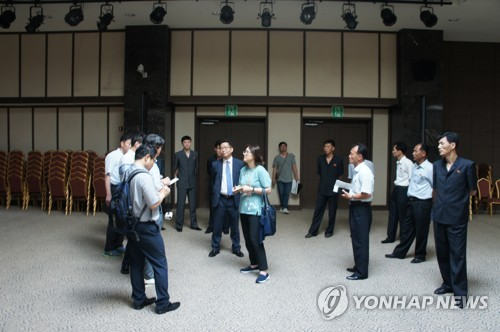 Une équipe d'experts sud-coréens lors d'une inspection du 27 au 29 juin 2018 sur le site qui accueillera des réunions de familles séparées au mont Kumgang. ⓒ Ministère de l'Unification