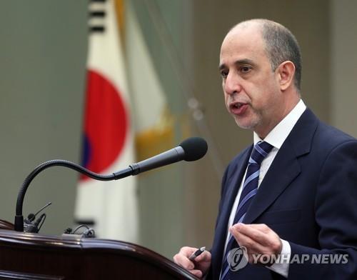 Tomas Ojea Quintana, rapporteur spécial sur les droits de l'Homme en Corée du Nord, s'exprime lors d'une conférence de presse à Séoul le 10 juillet 2018.