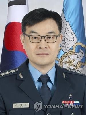 Le colonel Jeon Ik-soo, juge-avocat général de l'armée de l'air.