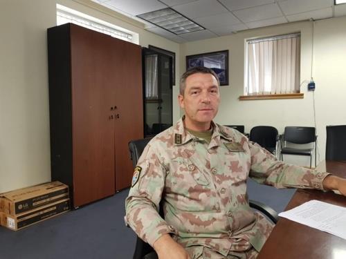 Le général de division suisse Patrick Gauchat, chef de la délégation suisse à la Commission de supervision des nations neutres (CSNN), s'exprime lors d'une interview accordée à l'agence de presse Yonhap à Séoul.