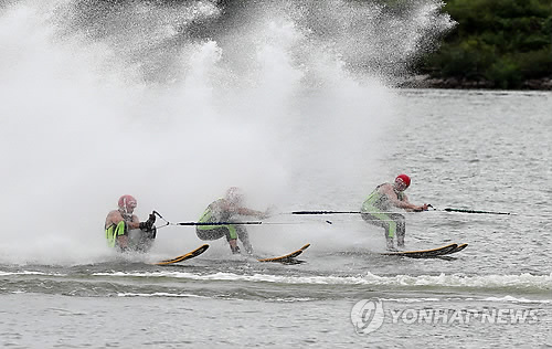Ski nautique au Festival international des sports de loisirs de Chuncheon. (Photo d'archives Yonhap)