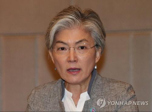 La ministre des Affaires étrangères, Kang Kyung-wha, prend la parole le dimanche 5 août 2018 dans une conférence de presse à Singapur.