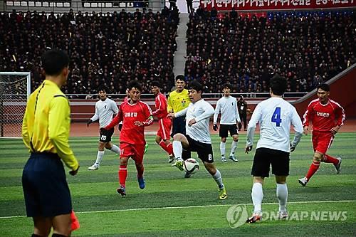 Ci-dessus, un match intercoréen de football de l'unification tenu en 2015 à Pyongyang.